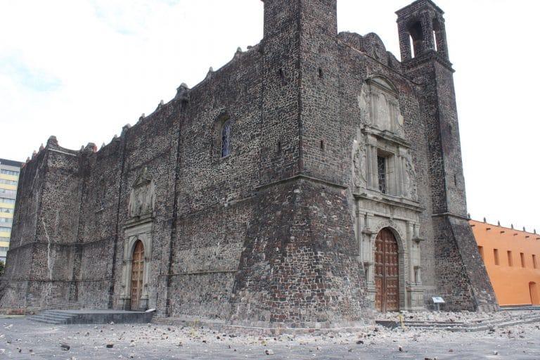 La parroquia de Santiago Apóstol se encuentra en Tlatelolco y sufrió daños en el campanario tras los sismos de septiembre 2017. Foto: Ricardo Sánchez