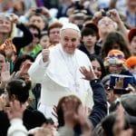 Papa Francisco a jóvenes: Que nadie les robe la alegría y la juventud que los caracteriza