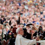 En el mes del Rosario, Papa Francisco renueva pedido de la Virgen de Fátima
