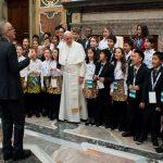 El arte es un medio formidable para transmitir el mensaje de Navidad, afirma el Papa
