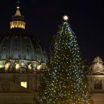 Vaticano enciende las luces del Pesebre y del Árbol de Navidad en Plaza de San Pedro