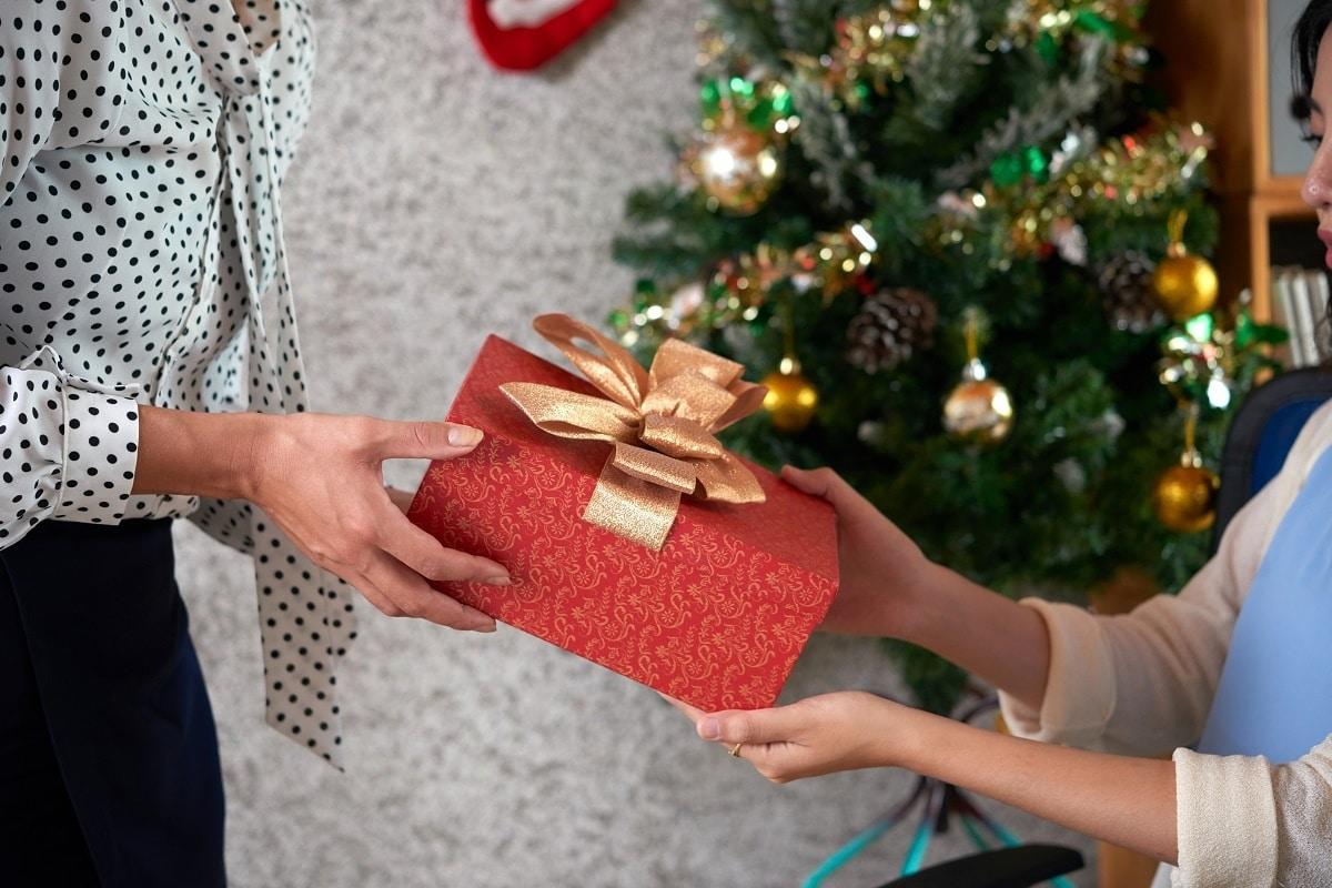 Podemos aprovechar los intercambios de regalos para crecer en la fe.