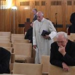 El Papa da inicio a sus ejercicios espirituales de Cuaresma junto a miembros de la Curia