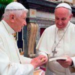 Papa Francisco visita a Benedicto XVI para saludarlo por Pascua
