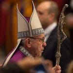 """El Papa comienza jornada """"24 horas para el Señor"""" confesándose y confesando a fieles"""