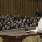 Papa a seminaristas y sacerdotes: Que el Espíritu Santo sea su compañero de camino