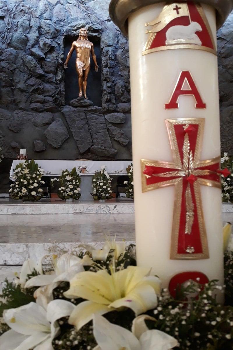 El cirio es signo de Cristo resucitado que vence la oscuridad. Foto: Cathopic
