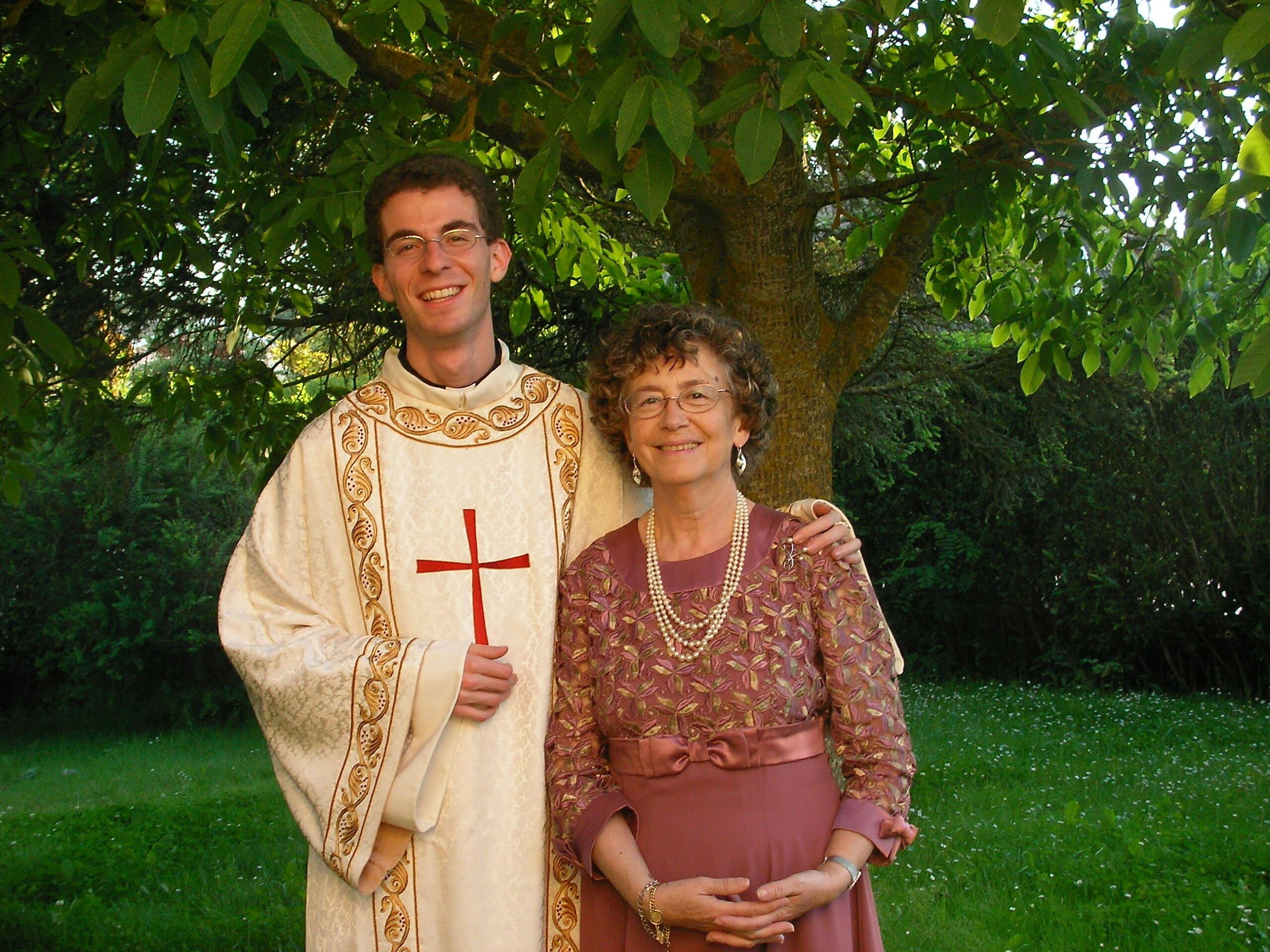 A las mamás de los sacerdotes