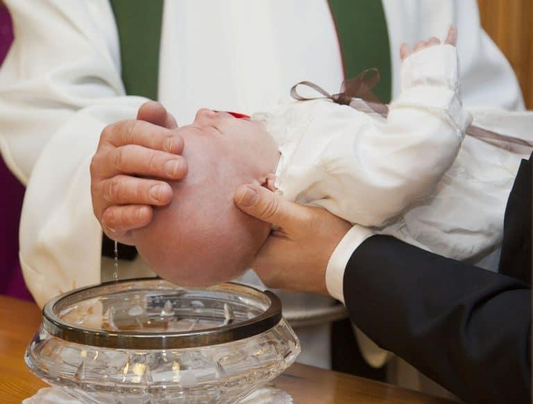 El Bautismo perdona el pecado original. Foto: Archivo