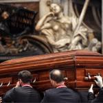 El Papa preside el rito final de los funerales del Cardenal Tauran