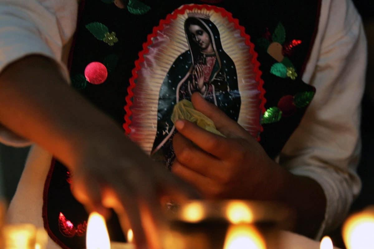 Devoto de la Virgen de Guadalupe.