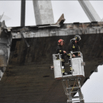 Francisco reza por las víctimas de la caída del puente en Génova