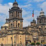 Presidente de México se compromete a restaurar la Catedral Metropolitana