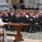 Papa: testimoniar la belleza del matrimonio, cercanía a las parejas en crisis