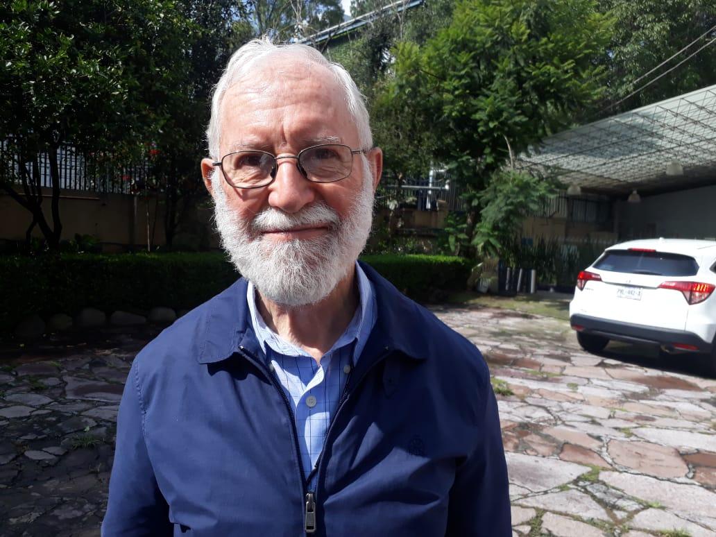 Sacerdote jesuita presenta libro sobre situación de Venezuela