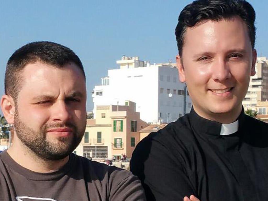 Rapero, gamer… y ¡sacerdote!
