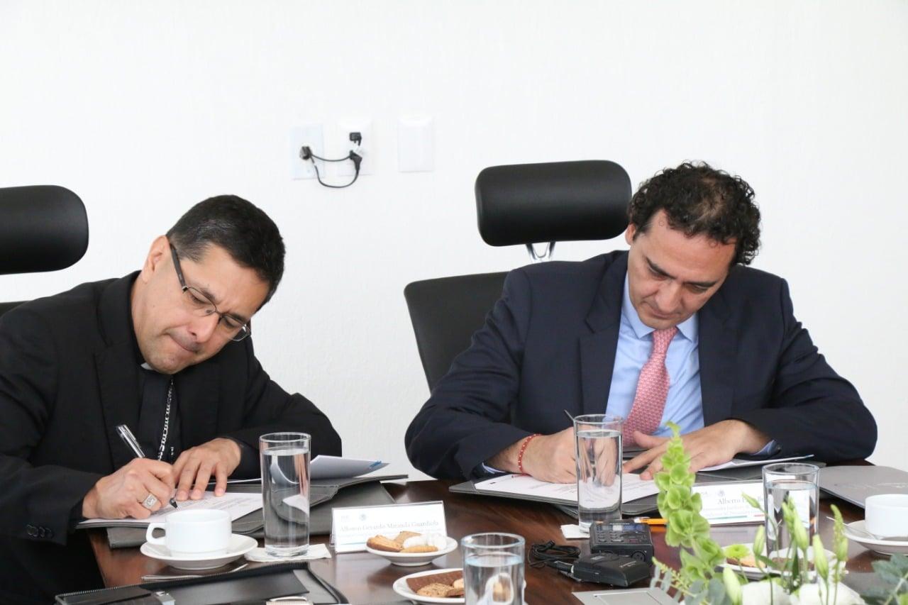CEM y PGR firman convenio para proteger los derechos humanos
