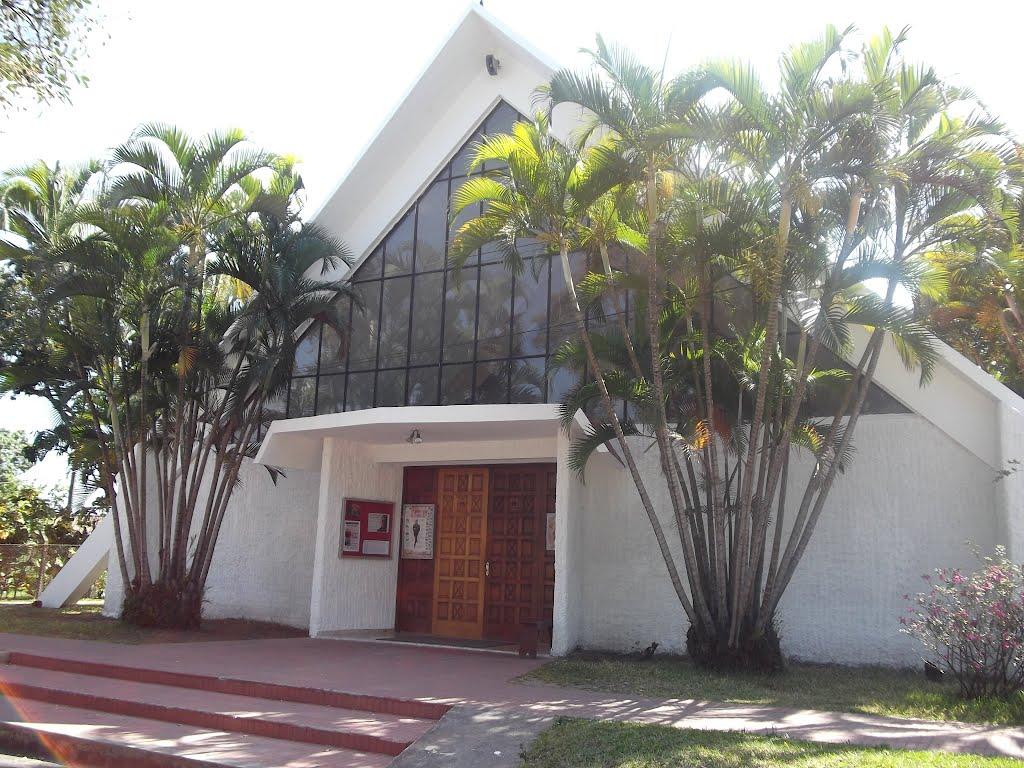 Exterior de la Capilla Hospital de la Divina Providencia. El 24 de marzo de 2021 fue renombrada como Capilla Martirial San Óscar Arnulfo Romero, Obispo y Mártir.