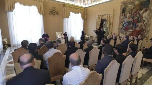 El Papa a los scalabrinianos: siempre en comunidad, siéntanse migrantes