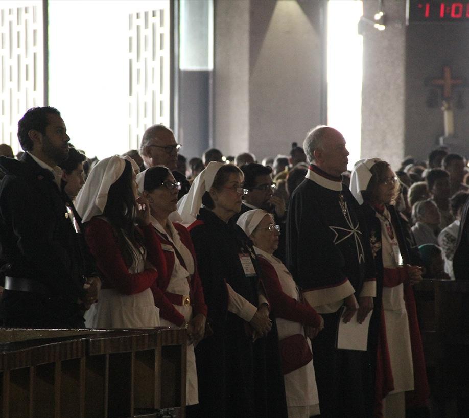 """Acuden enfermos a la Basílica para descansar su dolor en la """"Morenita del Tepeyac"""