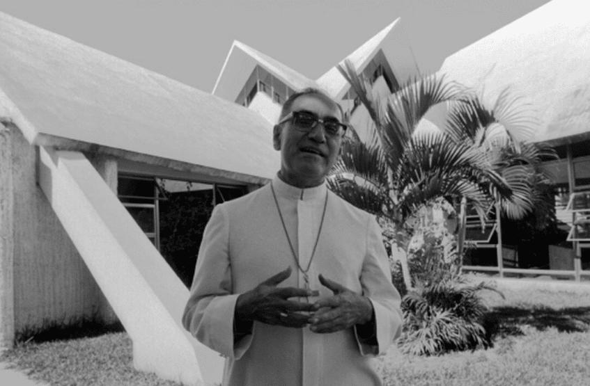 El Arzobispo Oscar Arnulfo Romero en la capilla Hospital de la Divina Providencia, donde fue asesinado en 1980.