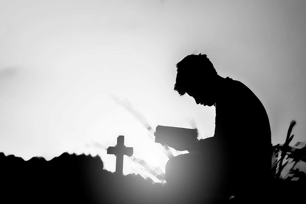 ¿Por qué rezar el Rosario a los difuntos? Te damos 3 razones.