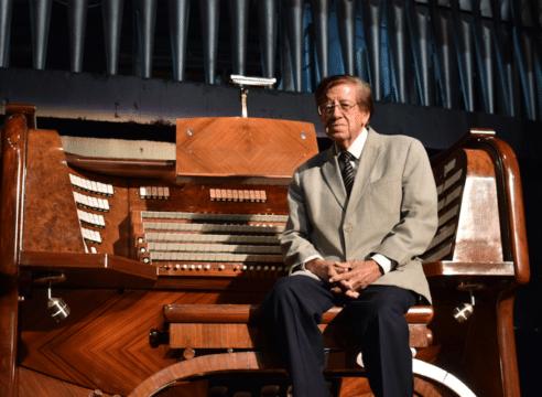 Víctor Urbán, el organista que quiere rescatar la música sacra