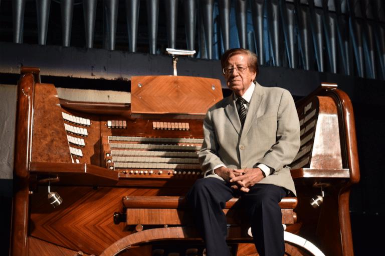 Víctor Urbán es el organista titular del Órgano Monumental del Auditorio Nacional. Foto: Ricardo Sánchez