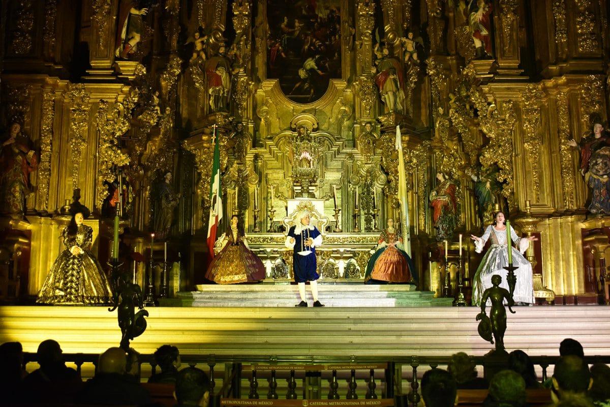 La Catedral de México cuenta sus secretospor la noche