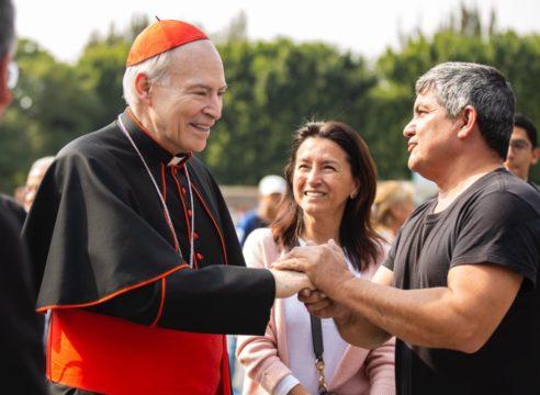 El Cardenal Aguiar da la bienvenida a peregrinos en Basílica