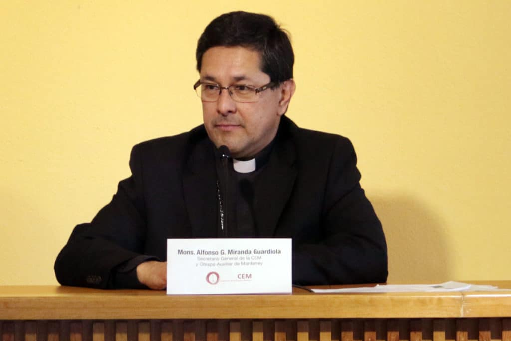 Mons. Miranda presenta directorio sobre obra social de la Iglesia.
