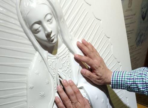 Una imagen de la Virgen en la Basílica para ciegos