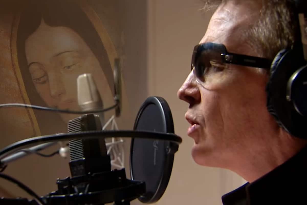 Emmanuel grabó el tema La Guadalupana, dedicado a la Virgen de Guadalupe.. Fuente: Youtube Oficial Emmanuel.