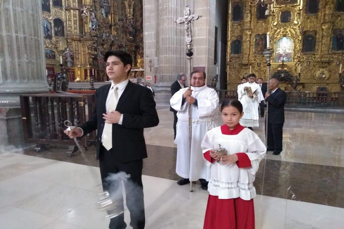 Los hermanos Estrada son monaguillos desde que tenían 5 años.