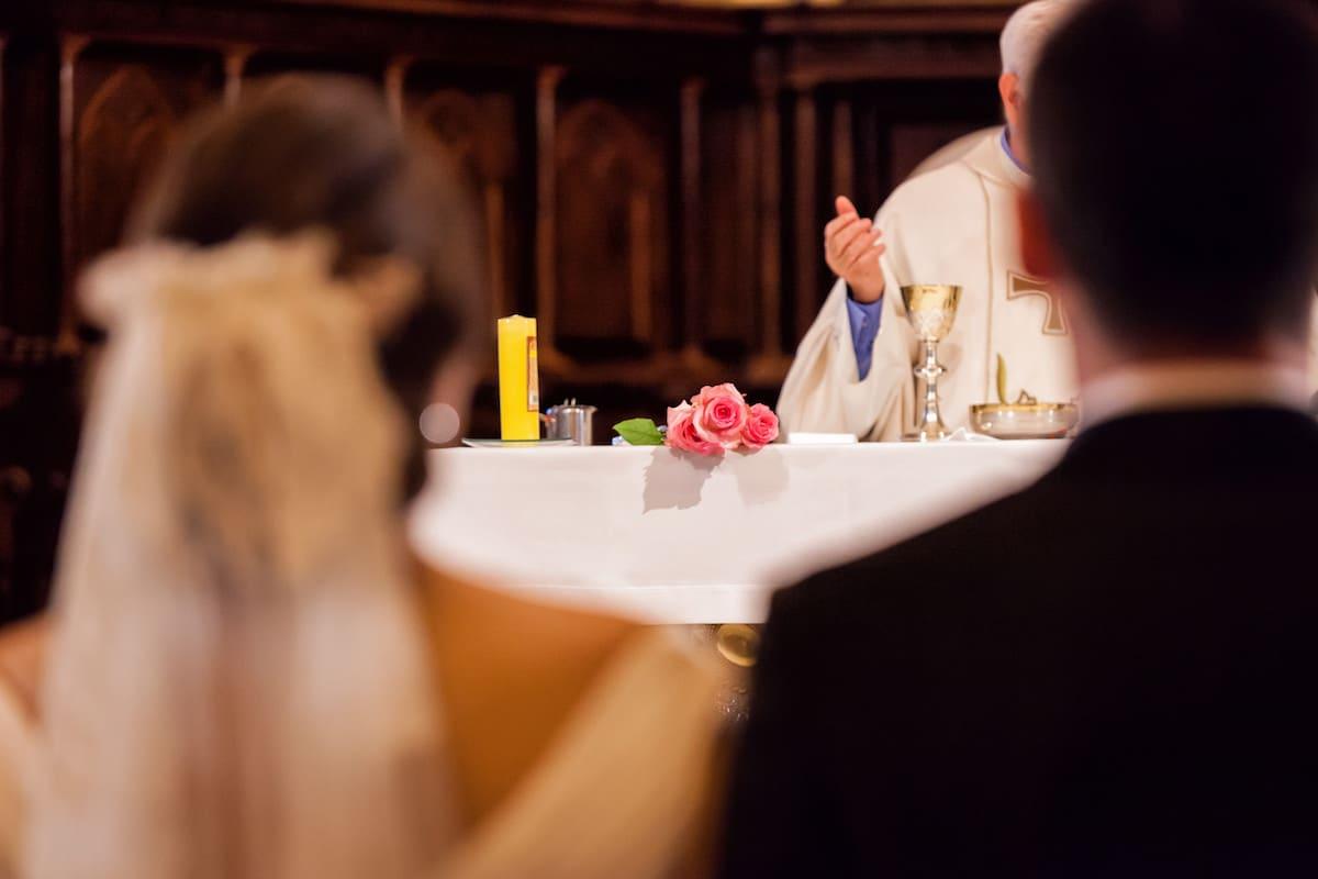 Para que un sacerdote pueda contraer matrimonio tendría que pedir la expulsión del estado clerical.