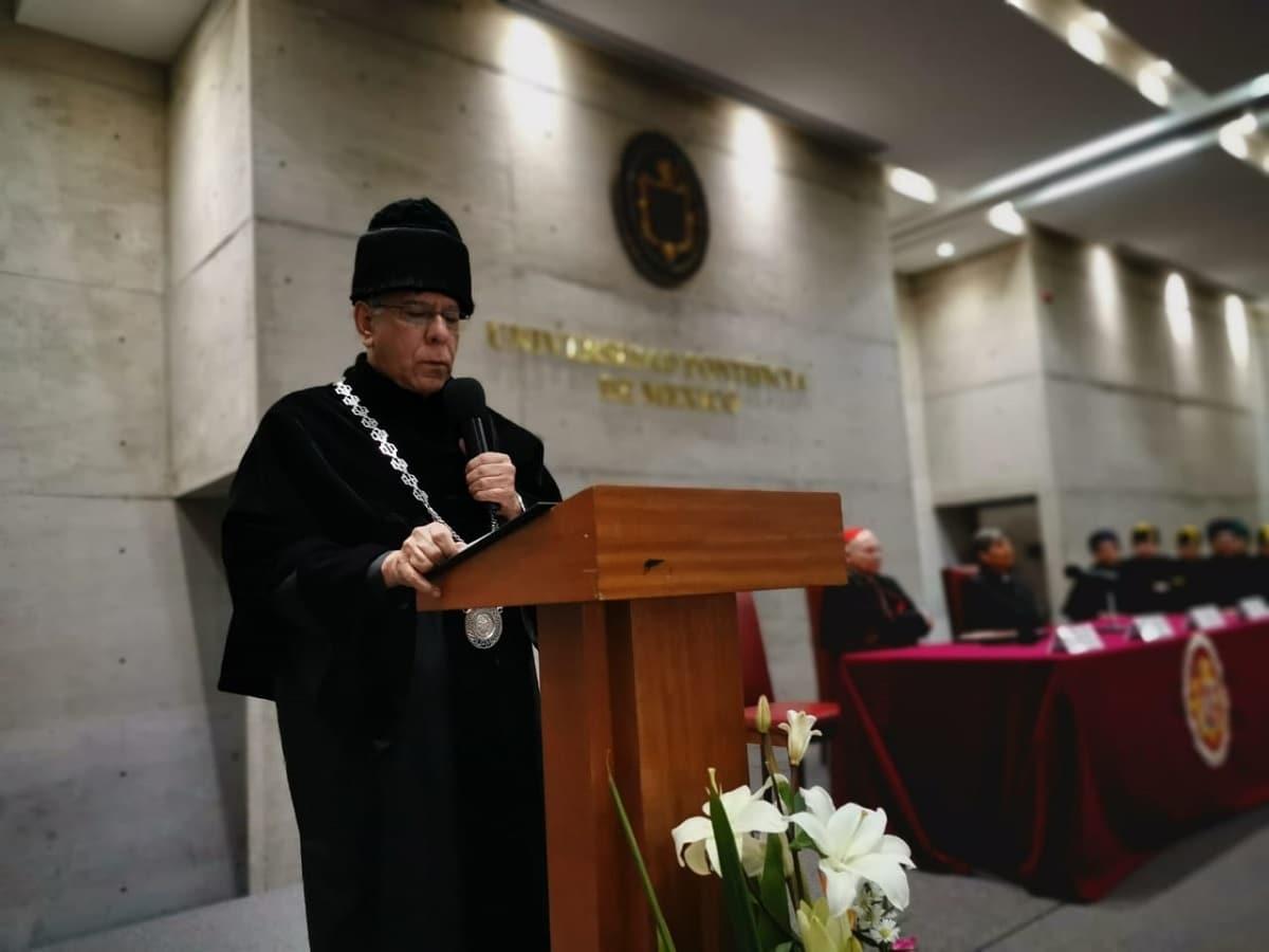 P. Mario Ángel Flores Ramos