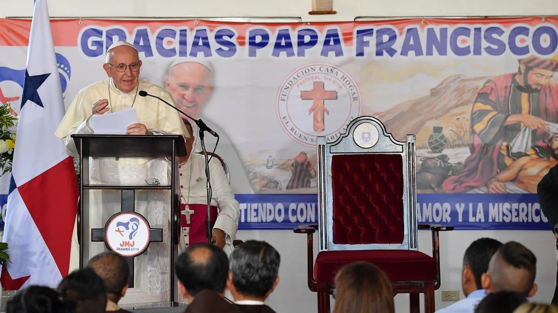 Papa Francisco pide solución pacífica y justa para Venezuela.