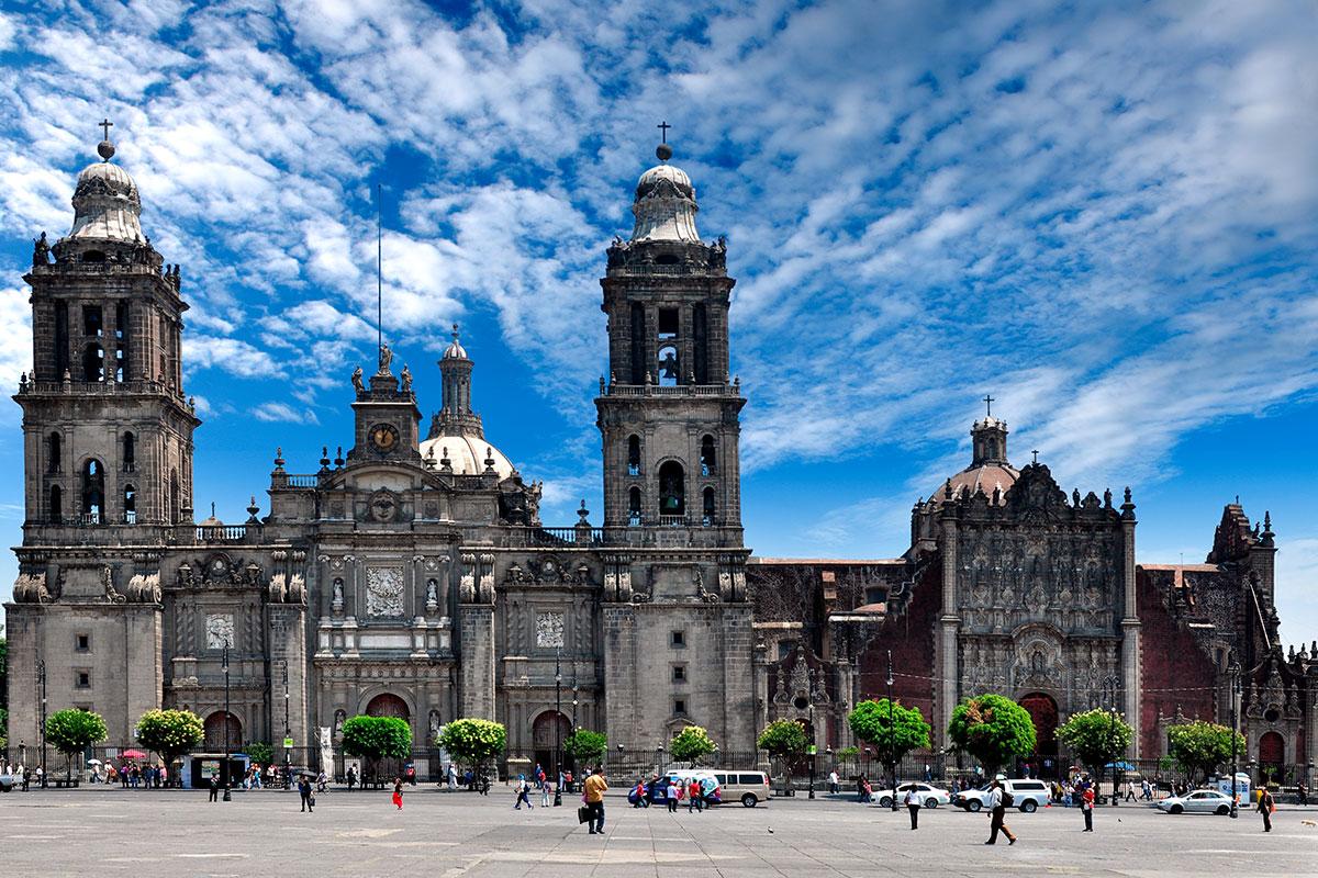 La Catedral de México es considerada la joya colonial de América.
