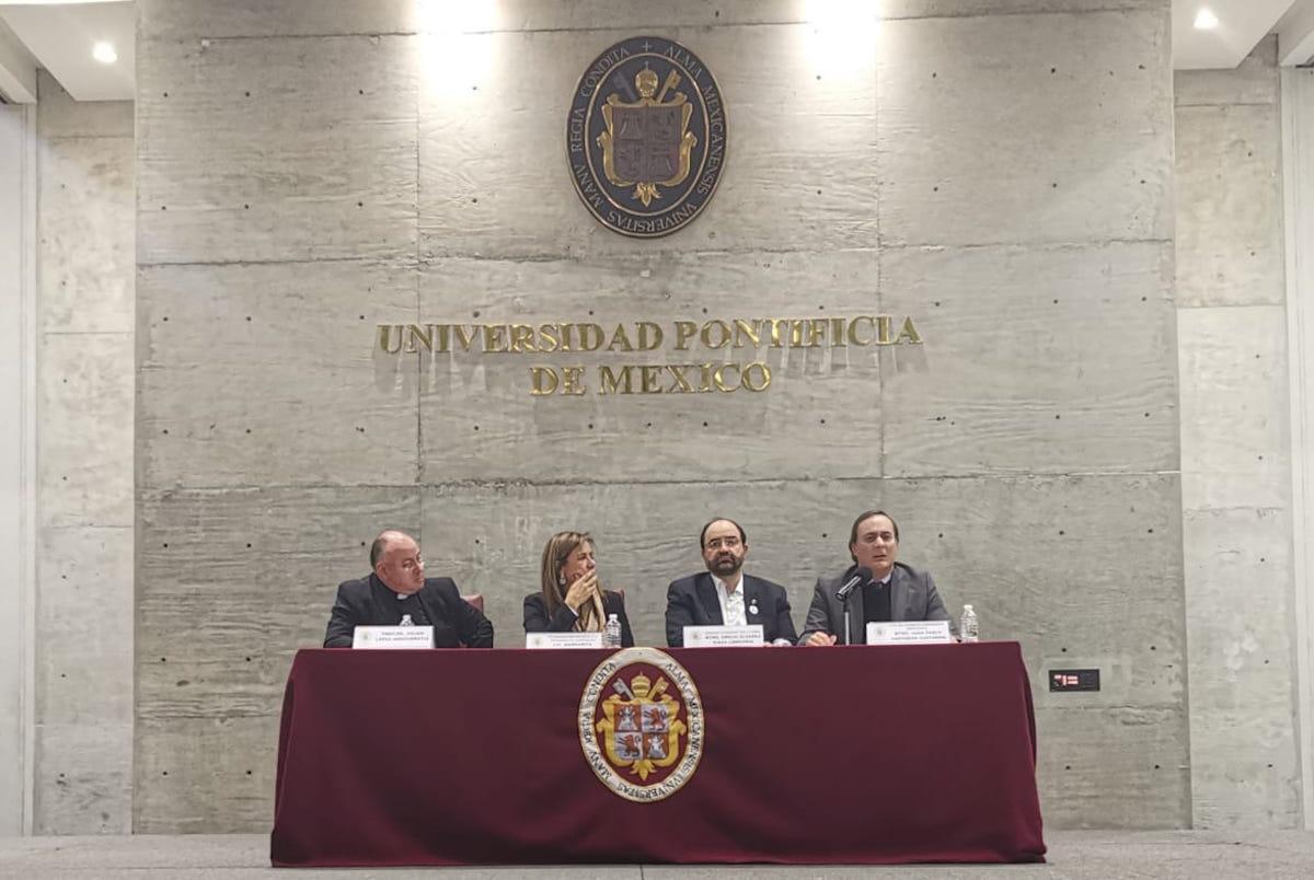 Los tres ponentes destacaron la importancia de la Iglesia católica en la construcción de una mejor nación. Foto: Javier Rodríguez