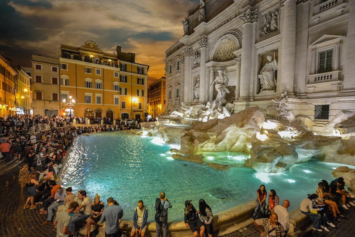 El dinero que lanzan los turistas a la Fuente de Trevi suma hasta un millón y medio de euros al año.