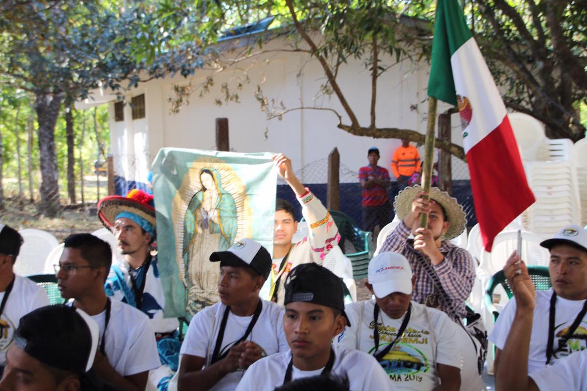 El Papa Francisco sorprendió a los participantes con un video, en el que los animó a mantener vivas sus tradiciones.