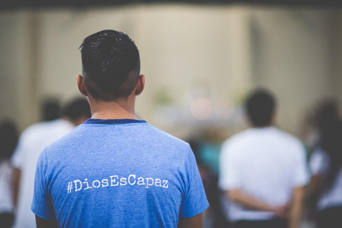 """""""Dios cuida mis pasos para que yo pueda corresponderle con ayuda y servicio a los demás""""."""