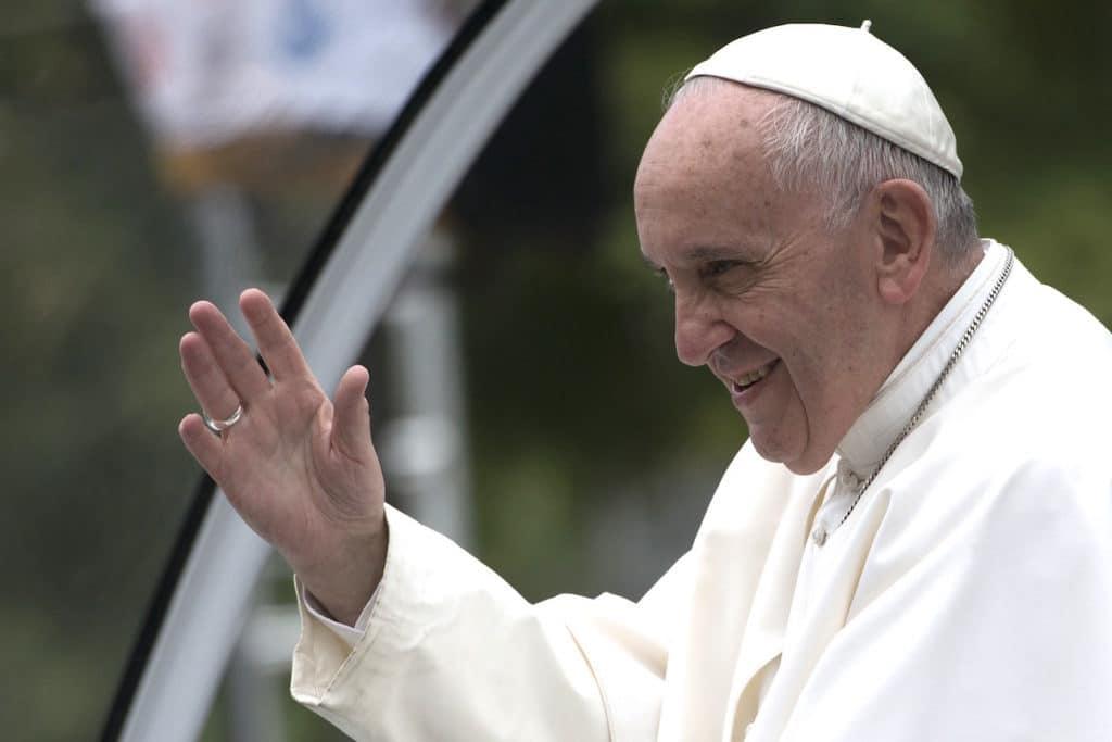 El Papa Francisco pidió abordar las cuestiones que surgen en el diálogo entre las diferentes culturas y sociedades