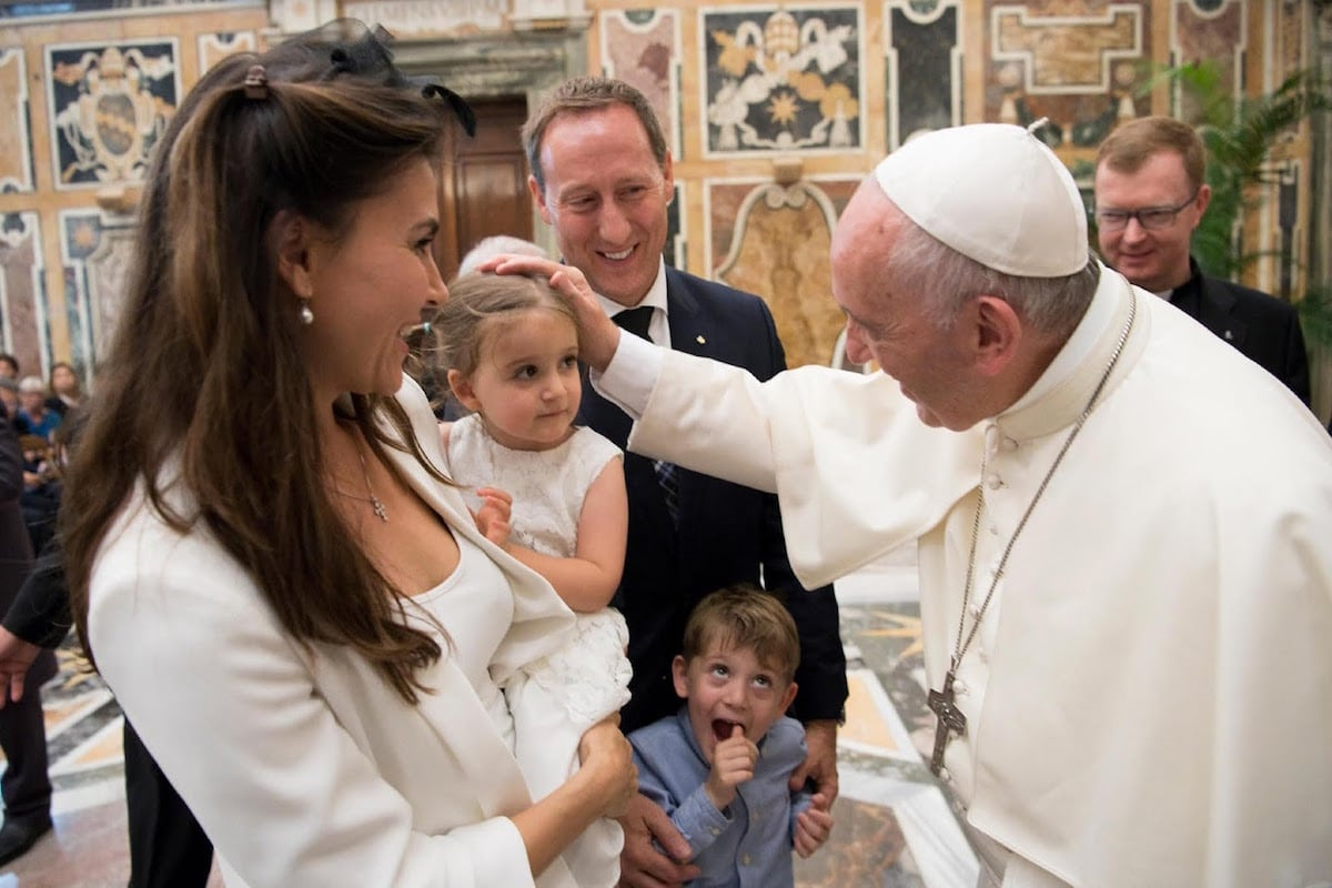El Papa Francisco aseguró que la transmisión de la fe debe empezar desde casa.