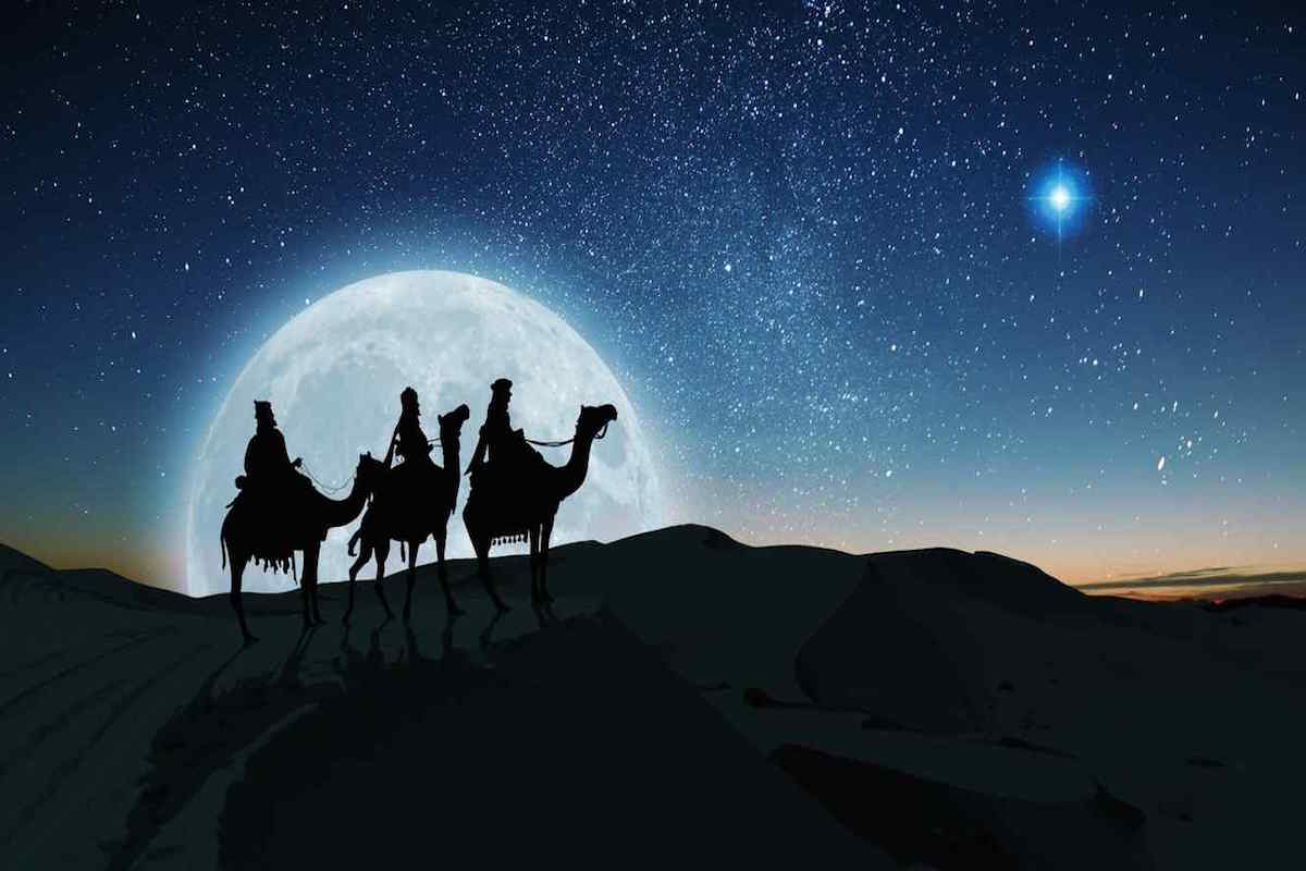 Debemos entender a la Estrella de Belén como un mensajero de Dios, un Ángel que se va manifestando según los Sabios lo van requiriendo.