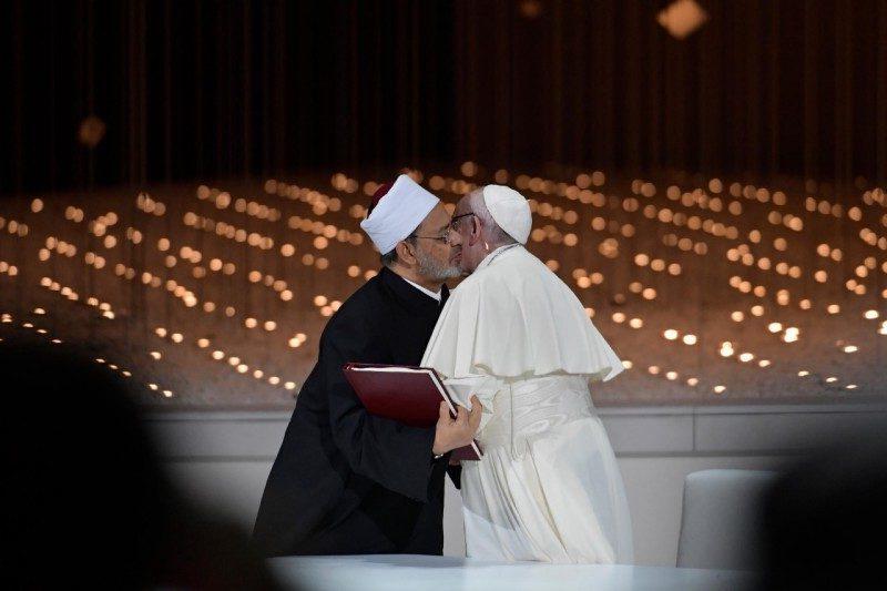 """El papa Francisco y Ahmed el-Tayeb, intercambian una declaración conjunta sobre la """"fraternidad humana""""."""