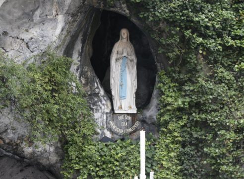 Así puedes enviar tus intenciones a la Virgen de Lourdes por internet