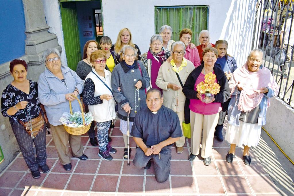 Las Chicas de la Divina es un grupo parroquial integrado en su mayoría por mujeres de 80 a 90 años de edad. Foto: Ricardo Sánchez
