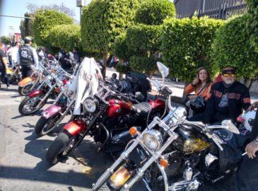 Motociclistas piden a la Guadalupana que les bendiga sus cascos