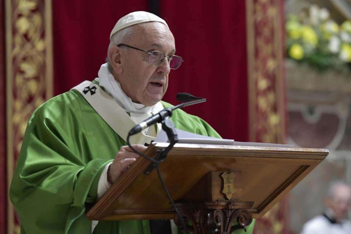 El Papa durante su discurso en la Sala Regia del Vaticano. Foto: Vatican Media.